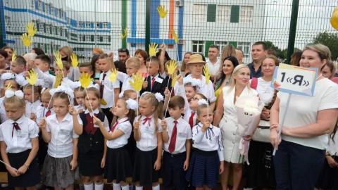 линейка в школе по улице Изобильной в поселке Российском